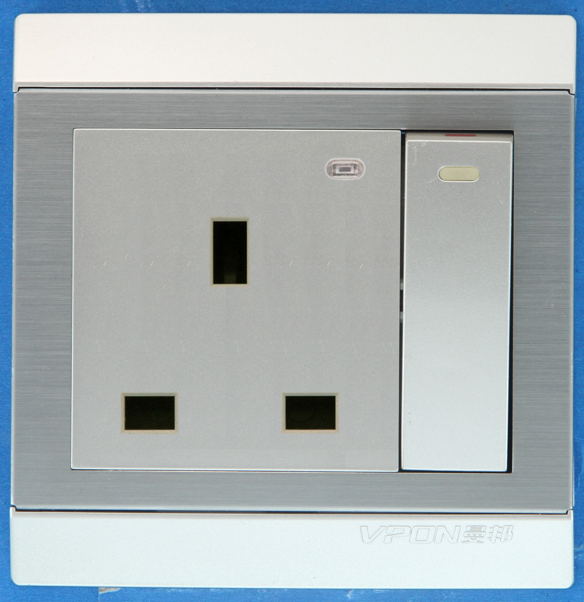 13A British Wall Big Switch Socket with LED